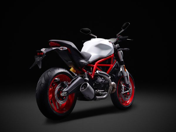 Ducati MONSTER 797: Trellis frame to the air-cooled L-twin engine