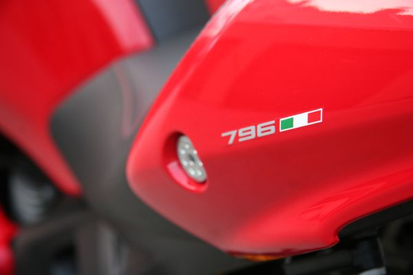 Ducati Monster 796 - Review 1