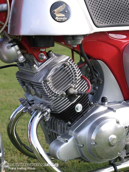 1963 Honda 125 CB 92 engine