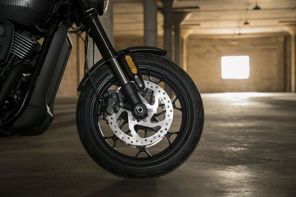 With components such as a front inverted fork, the new Street Rod is dripping with sporty potential