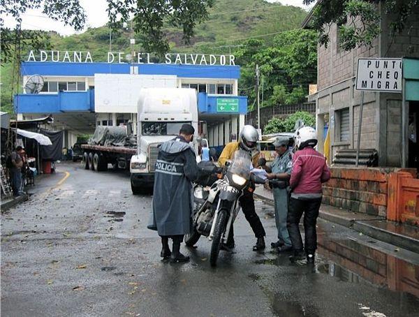 Papers, please (El Salvador crossing)