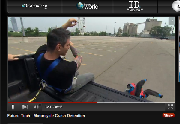 Luchas Cochran throws the dummy -  Discovery Channel