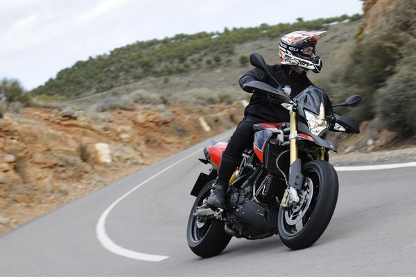 2013 Aprilia Dorsoduro 1200 - in action