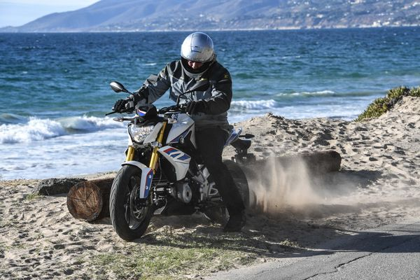 Guide de la moto author Bertand Gahel ripping it in a sand burnout on the G310R