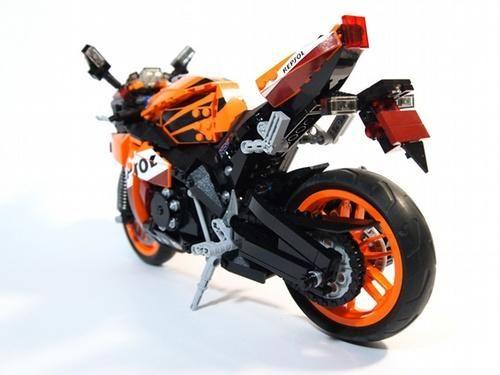 LEGO Honda REPSOL CBR1000RR - rear quarter view