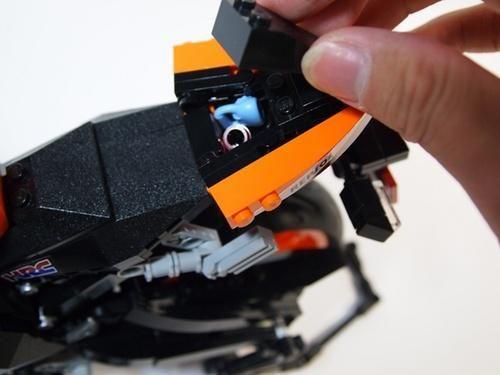 LEGO Honda REPSOL CBR1000RR - seat compartment