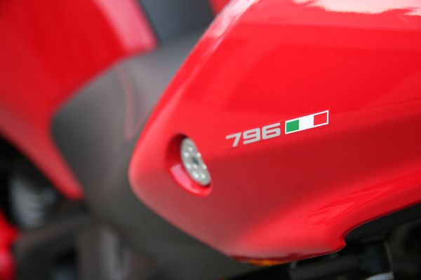 Ducati Monster 796 - Review 1(mid)