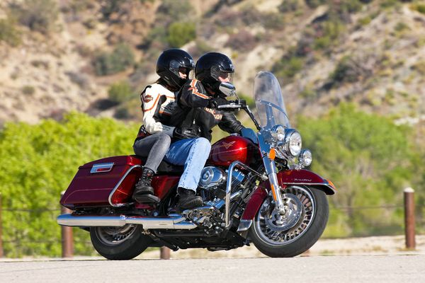 harley davidson road king with pillion