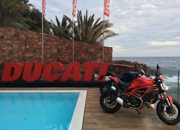 Ducati Monster 797 - Relaxing by the pool in the South of France