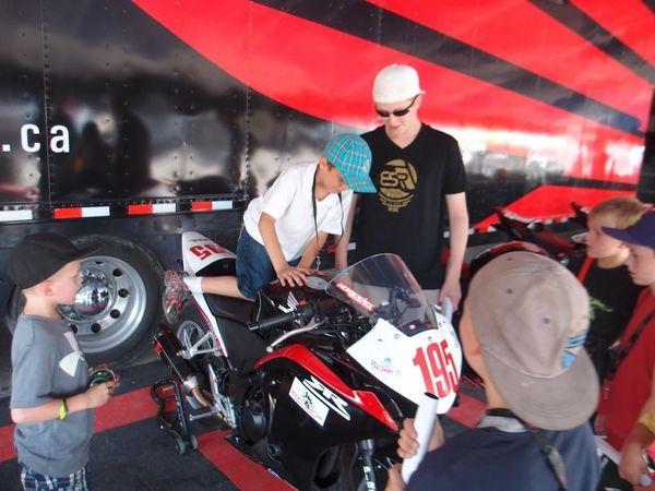 Boy post Honda CBR250 rev at CSBK