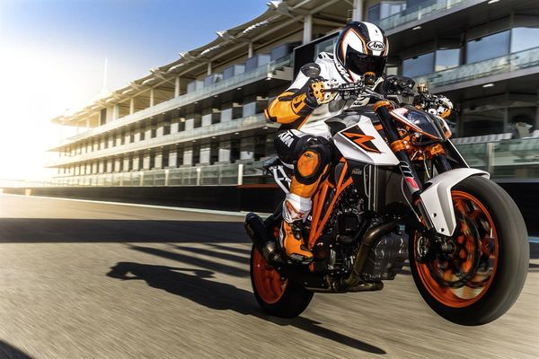 2018 ktm 1290 super duke r. perfect 2018 2017 1290 super duke r 177 twisted horses and 2018 ktm super duke r