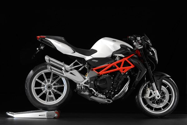 2013 MV Agusta Brutale 1090 side view