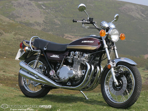Kawasaki Z1 rendered perfectly