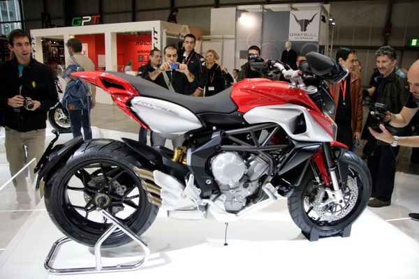 MV Agusta Rivale 800 2013 - Side