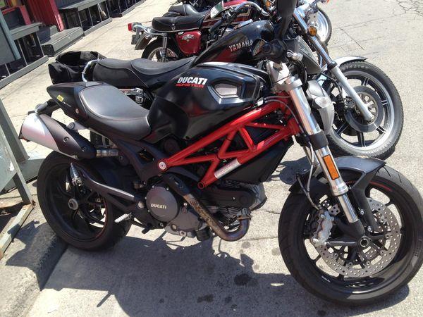 2010 - Ducati Monster 796.jpg