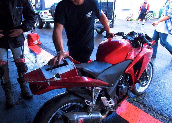 1st Crash Sean Smith - CBR250R get's looked at
