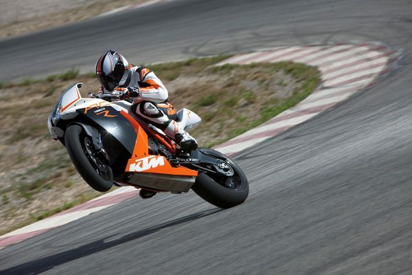2013 KTM 1190 RC8 R in action 4