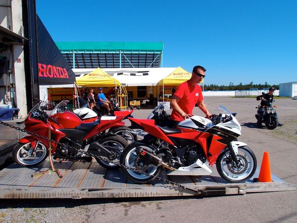 ESR Honda CBR250R superbikes off the truck