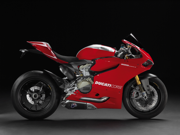 2013 Ducati 1199 Panigale R - right view