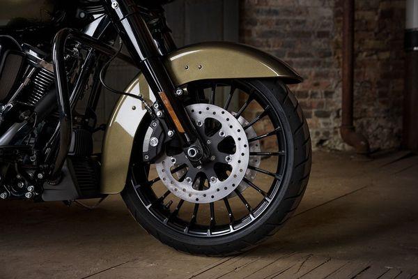 2017 Harley-Davidson Road King S front fender