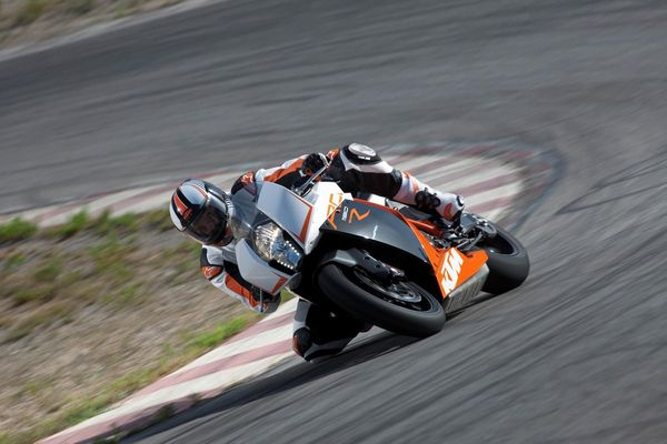 2013 KTM 1190 RC8 R in action 3