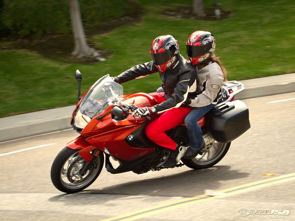 Safety: Tips for riding a motorcycle with a pillion