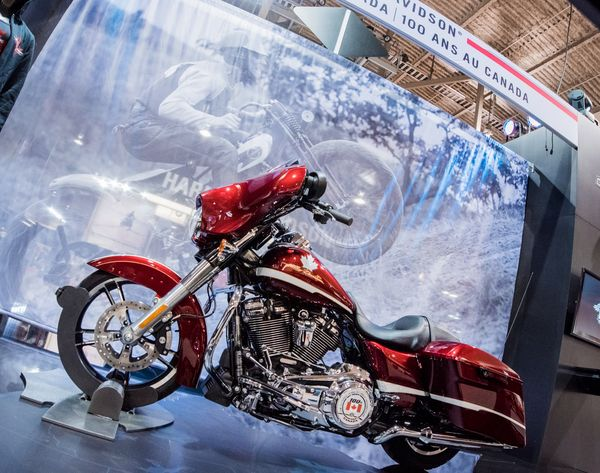 Harley-Davidson H-D 100 Challenge Grand Prize is the Street Glide Special