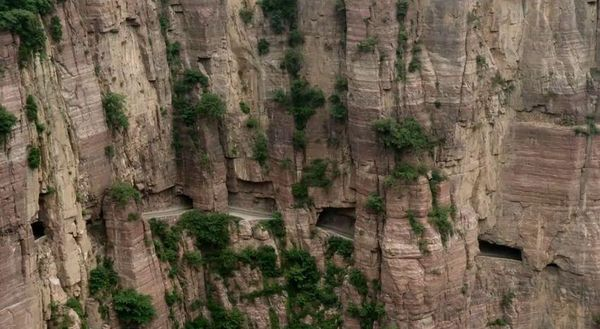 Guoliang Tunnel has rock carved windows