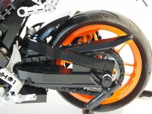 LEGO Honda REPSOL CBR1000RR - chain drive