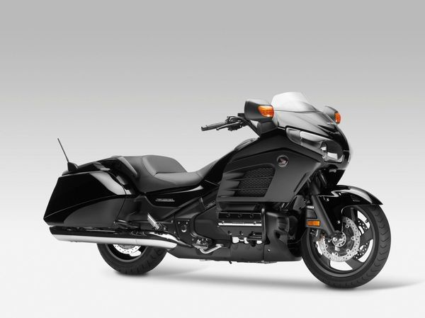 2013 Honda Goldwing F6B - right quarter view