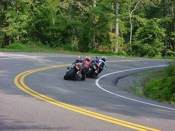 A turn in the road @ the Tail of the Dragon