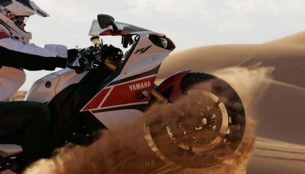 Yamaha-YZF-R1-sand-dunes
