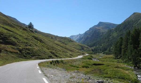 Curvy roads on the Col Agnel